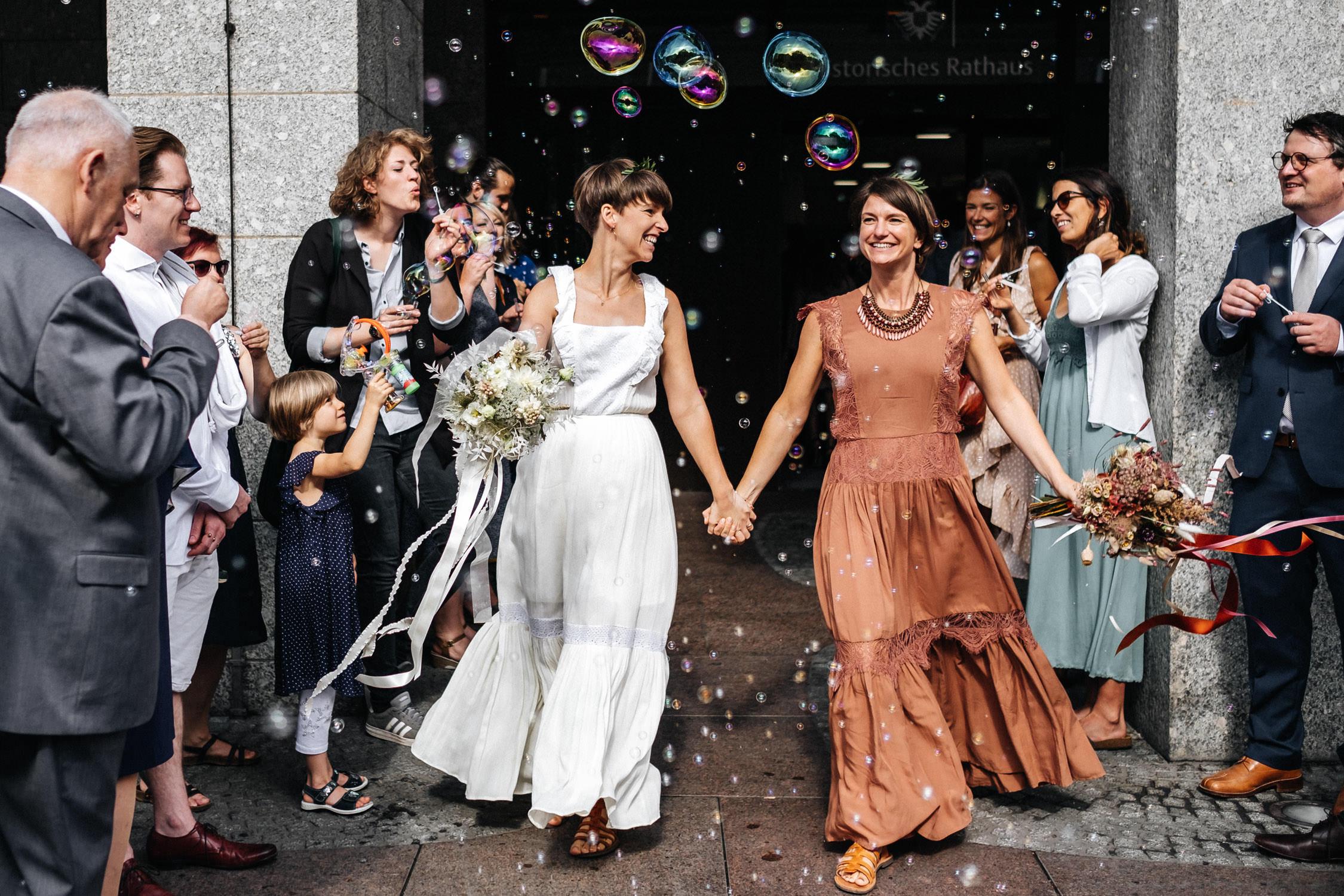 Hochzeitsfotograf-Koeln-Standesamt-Lesbisches-Paar-Boho