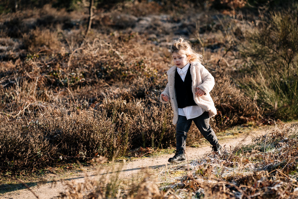 Mädchen rennt Familienreportage